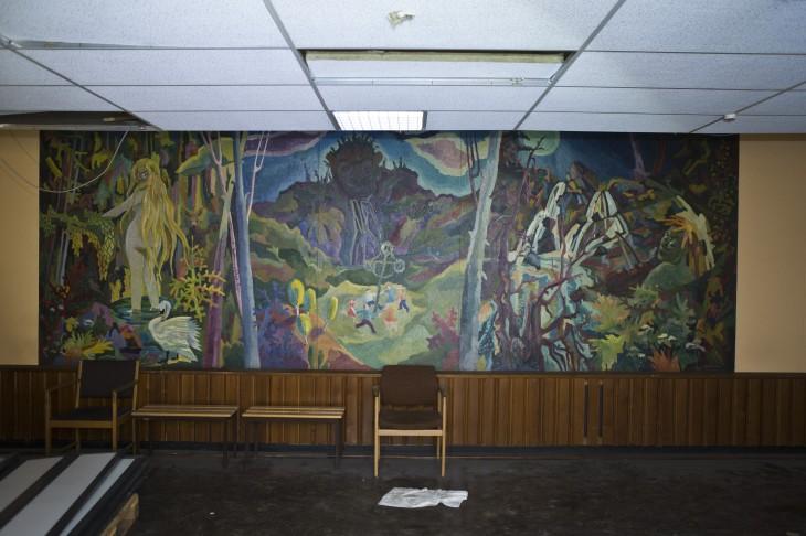 I restaurangen har väggmålningar gjorts av en Linköpingsmålare.