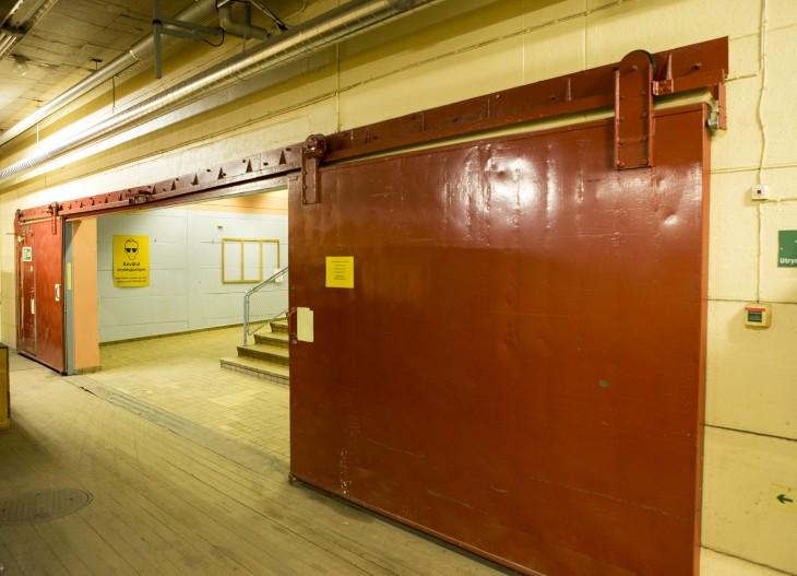Skyddsportar finns även inuti anläggningen