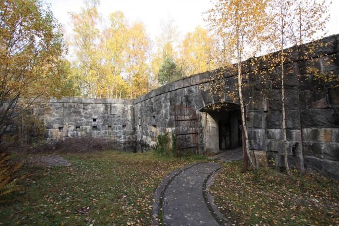 Innanför yttre porten i 8.batteriet (c) Lars A. Hansson